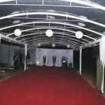 Tunel de entrada com carpete no piso